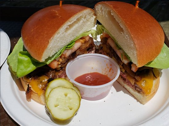 Ulupalakua Ranch Store & Grill : The burger along with the homemade barbecue sauce was delicous