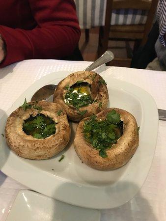 Taberna Tipica Quarta Feira: Humungous mushrooms