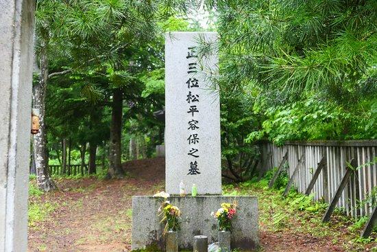 Aizuhanshu Matsudaira Family Grave: 九代の松平容保公の墓所。ここが一番の訪問者が多い所でしょうね。