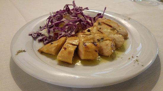 Ristorante La Cantina: Tagliata di petto di pollo ruspante con insalata di rance, finocchi e cavolo viola