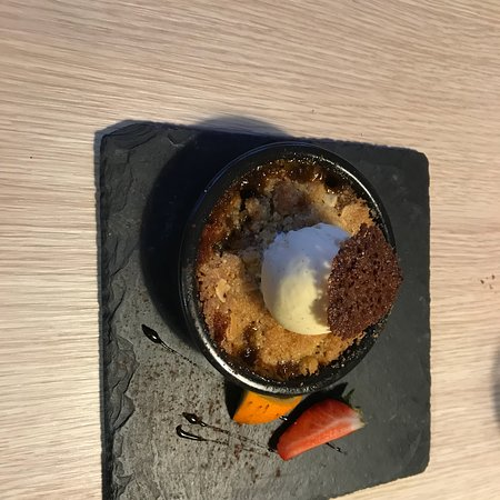 Saint-Hilaire-de-Loulay, Franciaország: Crumble aux poires caramélisées et Brie de meaux fondue et jambon