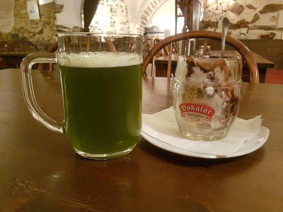 Restaurant U Zajice: Зеленое пиво и пивное мороженое