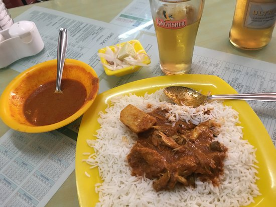 Cafe Millitary: Chicken Masala with Rice, delicious!