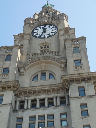 Pool of Life Beatles Day Tour: Clock tower on Royal Liverpool buiding