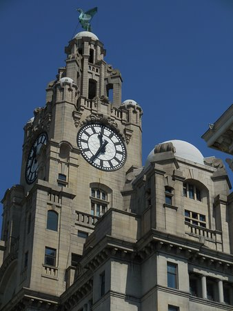 Pool of Life Beatles Day Tour: Royal Liver tower with clock