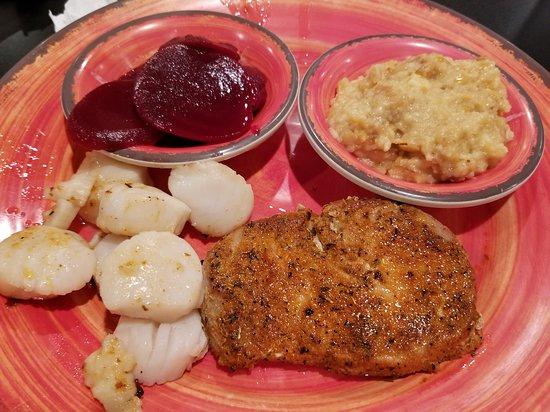 Poquoson, VA: Scallops and blackened tuna