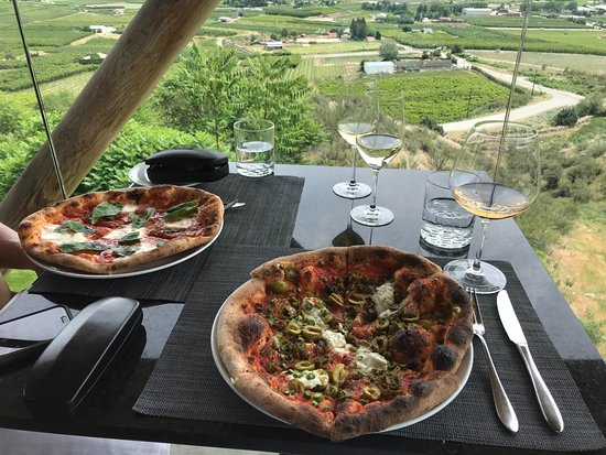 Miradoro Restaurant: Great pizza, terrific views and excellent wine