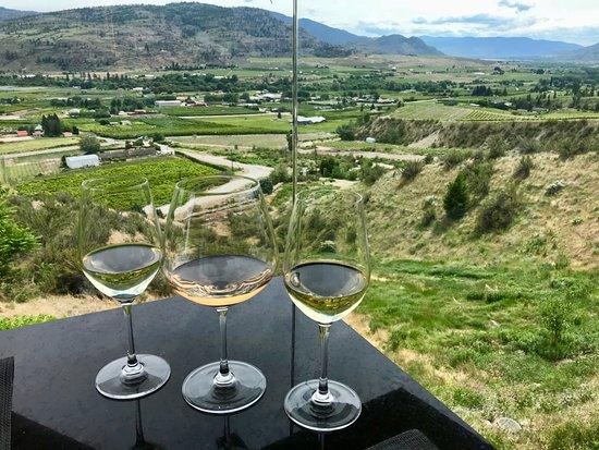 Miradoro Restaurant: A flight of wine