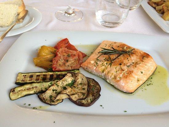 Granet Restaurant & Terraces: Trancio di Salmone con verdure grigliate