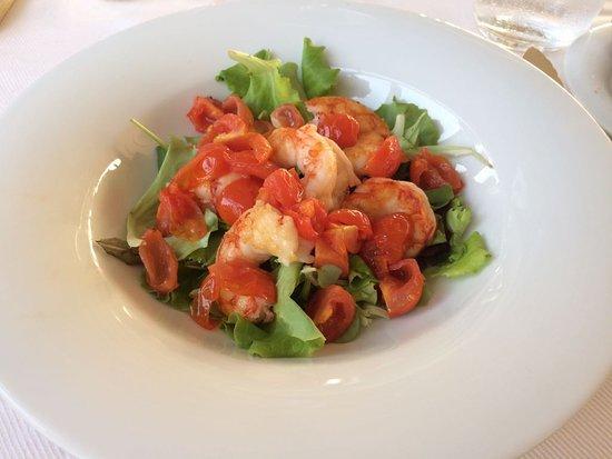 Granet Restaurant & Terraces: Gamberoni con insalata e pomodorini