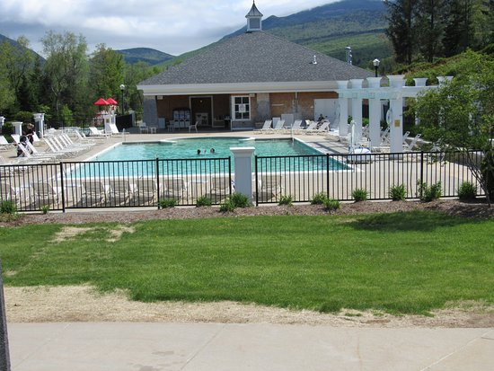 Omni Mount Washington Resort : Beautiful Outdoor Heated Pool & Cabana; food & drink just a few steps away after freshing dip in