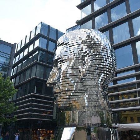 卡夫卡雕像照片