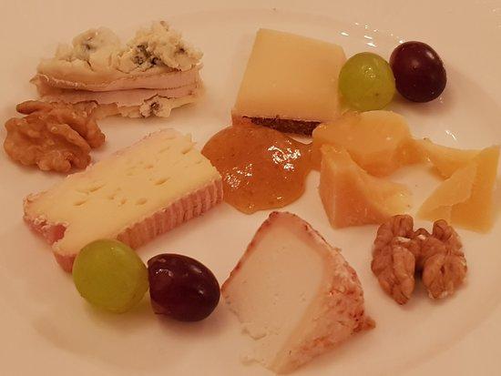 Waldhotel Sonnora Restaurant: Auswahl vom Käsewagen