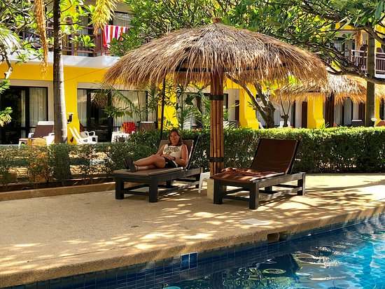 Woraburi Phuket Resort & Spa: Resting poolside before we deprt