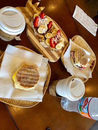 Aloha Coffee and Café: Toast muffin and fruit bread
