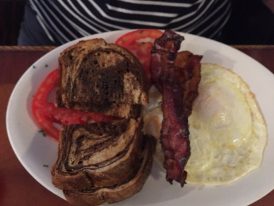 Lighthouse Cafe: perfect over-easy eggs