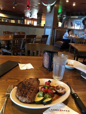 Lone Star Steakhouse & Saloon: steak not that yummy