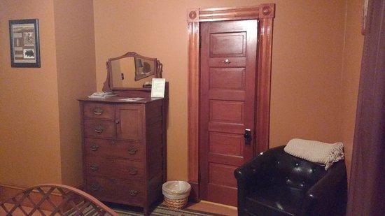 Applebrook Bed and Breakfast: Paleo Room