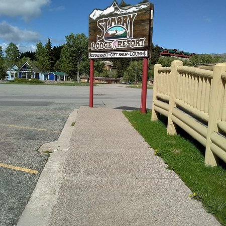 Saint Mary, MT: Tiny cabins adorable... Steps away from the entrance of God's oldest American Amusement park. Gl