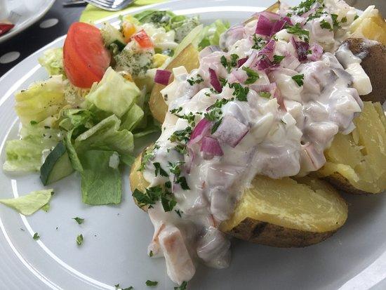 Restaurant Zur Schwalbe: Ofenkartoffel mit Matjes