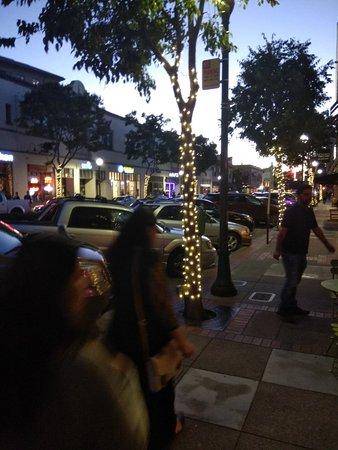 San Mateo, Californie: A beautiful downtown City Centre