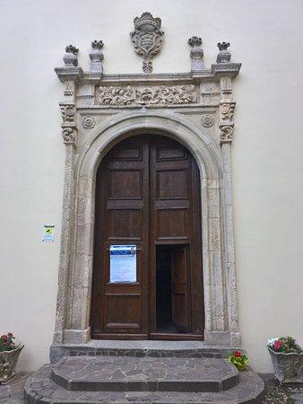 San Benedetto Ullano, Włochy: Chiesa della Madonna del Buon Consiglio - il portale della chiesa