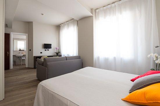 Hotel Tirreno : Camera familiare superior vista collina