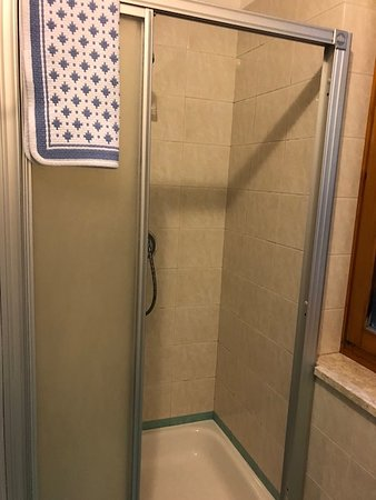 Ruffre-Mendola, Italy: Nice Shower