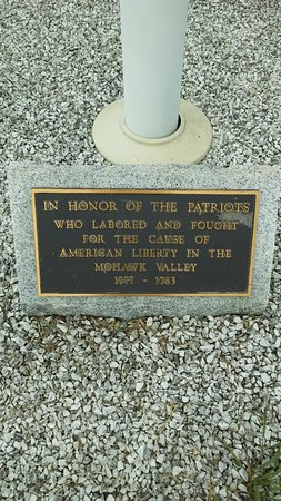 Fort Plain Museum & Historical Park: Memorial beneath the flagpoles, honoring Patriots of the American Revolution.