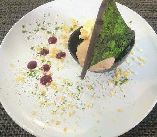 Chipping Sodbury, UK: STP sundae with pistachio chocolate