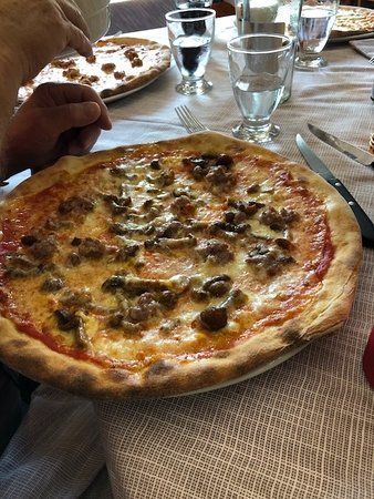 Al Calesse: Sausage, Mushrooms and Two Cheeses