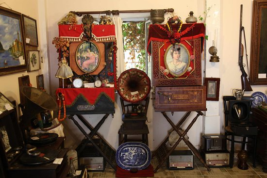 Phonograph Museum and Folklore