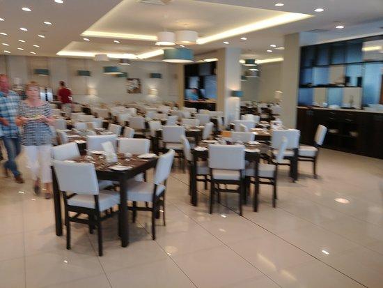 Mellieha Bay Hotel: Dining area