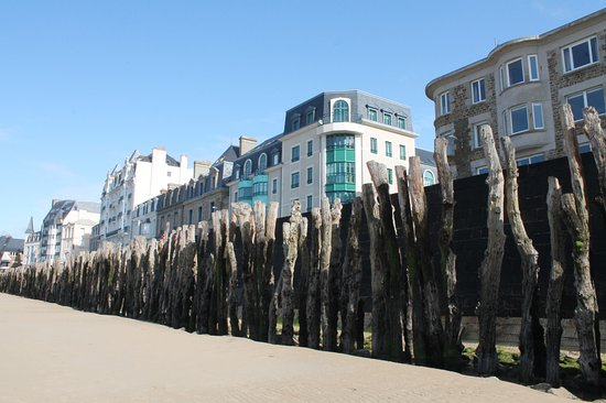 Hotel Oceania Saint Malo: L'hôtel...juste en face de la plage