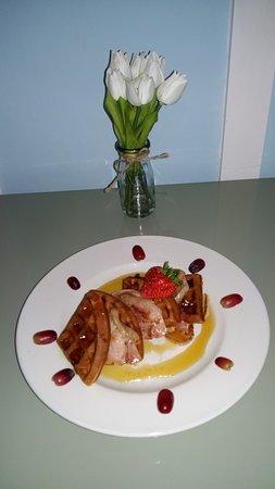 Jenny's : Homemade waffles and bacon