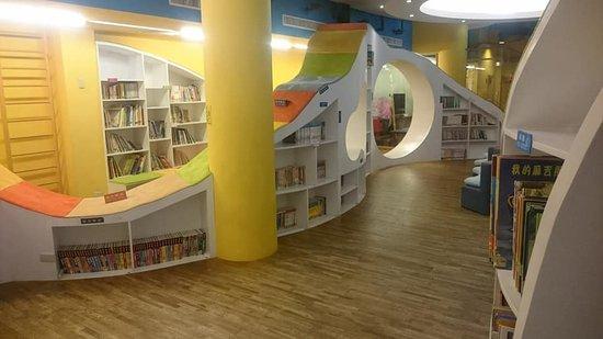 Yoho Beach Resort: 遊戲間和閱讀室