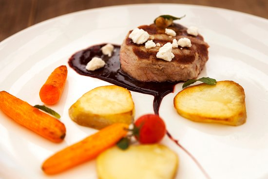 Cafe Restaurant Bastille : Pork Filet Mignon with a sweet red wine and chocolate sauce