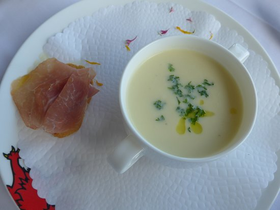 Restaurant Terrace: Spargelcreme-Suppe