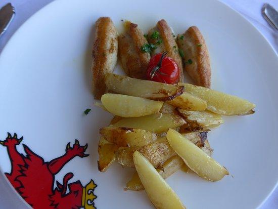 Restaurant Terrace: Eglifilet mit Kartoffeln (kleine Portion)