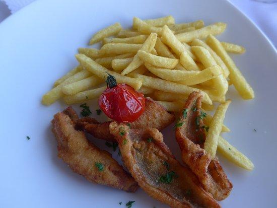 Restaurant Terrace: Eglifilets mit Pommes (kleine Portion)