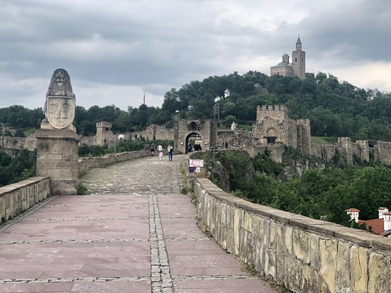 Day Trip to Bulgaria from Bucharest: Tsaravets Fortress, Veliko Tarnovo