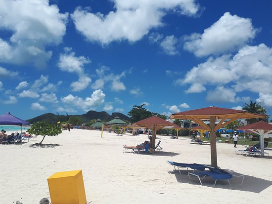 Starfish Jolly Beach Resort : On the beach - Sleeping Indian Mt in the back