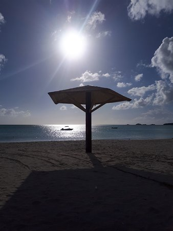 Starfish Jolly Beach Resort : Beach at sunset