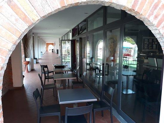 Borgo a Buggiano, อิตาลี: tavoli fuori sotto il loggiato