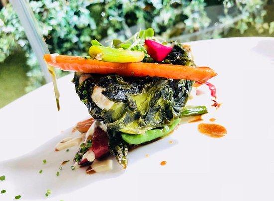 Vors: Lubina, lechuga de mar y miniverduras thai