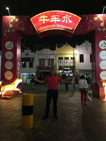 วัดพระเขี้ยวแก้ว: VIEW IN CHINATOWN SINGAPORE, MAY 2018.