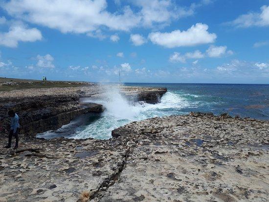 Starfish Jolly Beach Resort: Devil's Bridge