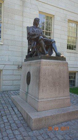 John Harvard Statue: John Harvard