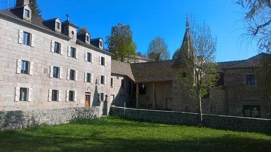 Domaine de Coulagnette: Les alentours et entrée du spa