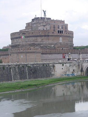 Museo Nazionale di Castel Sant'Angelo: Papal Castle and Tiber River